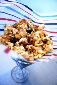 Caramel Popcorn Recipe : Head out to the ball game with this healthy caramel popcorn. Popcorn, nuts, raisins and honey make a low fat sweet treat that's so tasty you'll never want to buy boxed caramel popcorn again. Heart Healthy Desserts, Healthy Snacks For Kids, Healthy Recipes, Healthy Eating, Diabetic Recipes, Healthy Cooking, Gluten Free Popcorn, Healthy Popcorn, Caramel Corn Recipes