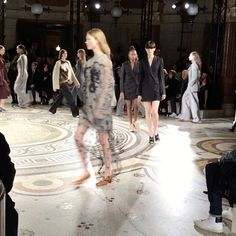 La mañana comienza con @stellamccartney  via HARPER'S BAZAAR SPAIN MAGAZINE OFFICIAL INSTAGRAM - Fashion Campaigns  Haute Couture  Advertising  Editorial Photography  Magazine Cover Designs  Supermodels  Runway Models