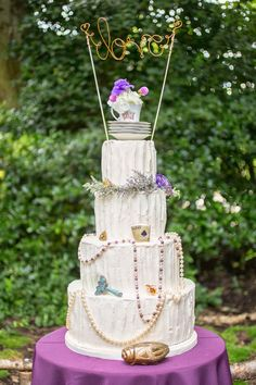 Alice in Wonderland inspired wedding  |  The Frosted Petticoat