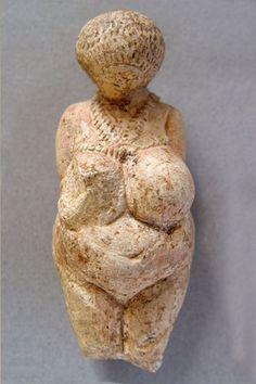 Estatuilla femenina  Paleolítico  superior  Ermitage
