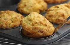 Gluten-free bacon and cheese muffins You can whip up a batch of these delicious gluten-free bacon and cheese muffins in next to no time. Eat them warm just as they are for breakfast or as a snack, or serve with soup for lunch. Use can als Autumn Muffin Recipes, Breakfast Muffins, Breakfast Recipes, Benefits Of Gluten Free Diet, Polenta Recipes, Cheese Muffins, Bacon Muffins, Parmigiano Reggiano, Quiche
