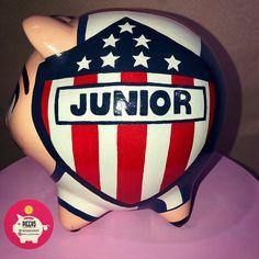 Piggy 🐽 Futboool ⚽️ Junior de Barranquilla 💙♥️ Alcancías Personalizadas, 100% pintadas a Mano 🎨 ✍🏻 • • • #barranquilla #alcancias #ahorro… Pigs, Piggy Bank, The 100, Crafts, Instagram, Safe Room, Barranquilla, Sharks, Piglets