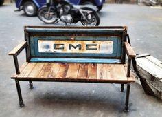 Mobiliario urbano de Yesterday Reclaimed hecho con materiales reciclados