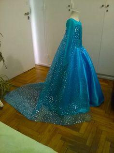 Elsa Halloween Costume, Princesa Real, Frozen Christmas, Frozen Birthday Cake, Anna Frozen, Prom Dresses, Formal Dresses, Disney Art, Frocks