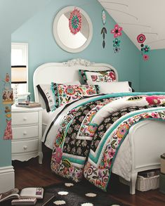 love the flowers hanging over the bed.. **notice the monograming on the pillow cases <3**