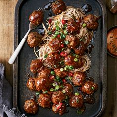 Beef Meatballs with Ginger and Soba Noodles with Snow Peas INGREDIENTS Beef meatballs with ginger: 1 lb of extra-fine ground beef Confort Food, Best Chinese Food, Asian Recipes, Ethnic Recipes, Soba Noodles, Asian Cooking, Meatball Recipes, Food Inspiration, Meal Planning