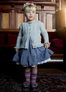 Grete, jakke med hullmønster, fletter og heklekanter