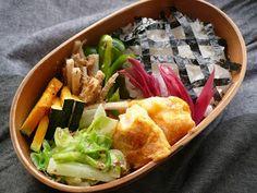 Good realistic box lunches without surplus decoration..過飾なしの美味しいリアル弁当:10月23日(金)タラのピカタ ピーマンソテー 牛蒡のゴマ酢 キャベツのマスタードサラダ 焼きかぼちゃ 梅酢みょうが チェック海苔