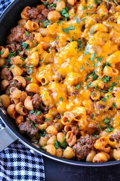 This Cheeseburger Pasta Skillet is one of our kids most favorite dinner recipes!… This Cheeseburger Pasta Skillet is one of our kids most favorite dinner recipes! An easy, 5 ingredient recipe that is sure to become a family favorite! 5 Ingredient Dinners, 5 Ingredient Recipes, Easy Dinner Recipes, Pasta Recipes, Cooking Recipes, Meat Recipes, Delicious Recipes, Yummy Food, Tube Pasta