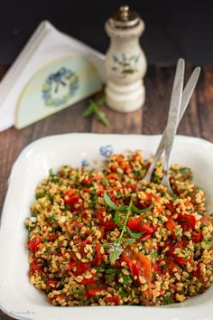 Salată de ardei copți cu bulgur și mentă Healthy Salad Recipes, Baby Food Recipes, Vegetarian Recipes, Tasty, Yummy Food, Vegan Foods, Vegetable Recipes, Food Inspiration, Appetizers