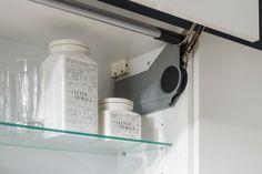 kuchyňa: Iris vyhotovenie: Biela Vysoký Lesk / Perla Šedá Vysoký Lesk / Dub Arlington Arctic, Bathroom Medicine Cabinet