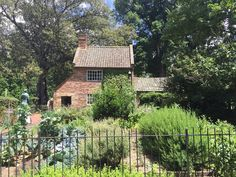 Captain Cook's Cottage in Fitzroy Gardens in Melbourne was originally constructed in 1755 in England.  It was deconstructed and brought to Australia in 1933 to be rebuilt. It has undergone complete restoration in 1978.  #captaincookscottage #fitzroygarden