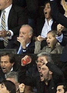 La emoción y curiosidad de la princesa Leonor en su primer partido de fútbol con su padre, el rey Felipe - Foto 12