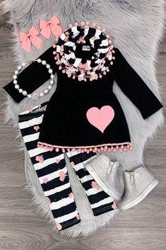 Black/white stripe pink heart scarf set - Susann Bär - Pin To Travel Dresses Kids Girl, Little Girl Outfits, Toddler Girl Outfits, Toddler Girl Style, Boys Style, Baby Girl Fashion, Toddler Fashion, Kids Fashion, Woman Fashion