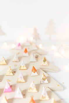 Wooden tree advent calendar for Christmas Grinch Stole Christmas, Noel Christmas, Christmas Projects, Winter Christmas, Holiday Crafts, Advent Calenders, Diy Advent Calendar, Advent Activities, Christmas Entertaining