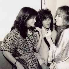 Eddie Van Halen with wife, Valerie Bertinelli, and Stevie Nicks in 1981 Lindsey Buckingham, Eddie Van Halen, Music Is Life, My Music, Indie Music, Stephanie Lynn, Valerie Bertinelli, David Lee Roth, Stevie Nicks Fleetwood Mac