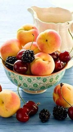 Fruit and vegetables summer 38 ideas for 2019 Fruit And Veg, Fruits And Vegetables, Fresh Fruit, Bowl Of Fruit, Food Fresh, Healthy Fruits, Healthy Recipes, Healthy Food, Berry