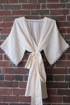 How to Make a Breezy, Beautiful Kimono Robe in Embrace double gauze fabric http://www.shannonfabrics.com/embrace/cotton-solids. Sewing tutorial @MarthaStewartLiving by Meg of @burdastyle