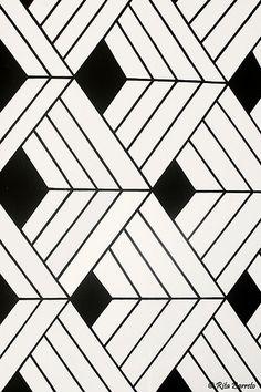 Indígena (Escamas de Peixes) black and white geometric pattern // trianglesblack and white geometric pattern // triangles Geometric Patterns, Geometric Designs, Textures Patterns, Geometric Shapes, Fabric Patterns, Print Patterns, Geometric Fabric, Graphic Patterns, Graphic Prints