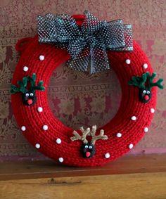 Christmas Pom Pom Crafts, Crochet Christmas Wreath, Crochet Christmas Decorations, Christmas Crochet Patterns, Holiday Crochet, Christmas Knitting, Holiday Wreaths, Red Christmas, Reindeer Christmas