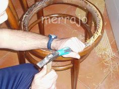 Manualidades merrajo & yoli: Restaurar silla de rejilla, sin ser un profesional Furniture Makeover, Chair, Diy, Knots, Home Decor, Crafts, Camp Chairs, Chair Repair, Chair Covers