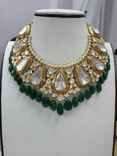 I'd never do the green glass beads like that, but the upper part is magnificent!