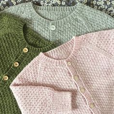 Charlie Baby Cardigan Jacket pattern by marianna mel Baby Cardigan Knitting Pattern, Knitted Baby Cardigan, Knit Baby Sweaters, Baby Knitting Patterns, Baby Patterns, Knitting For Kids, Cute Baby Clothes, Knit Crochet, Creations