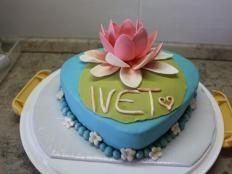 Lekno - foto postup Amazing Cakes, Desserts, Sugar, Flowers, Tailgate Desserts, Deserts, Postres, Dessert, Plated Desserts