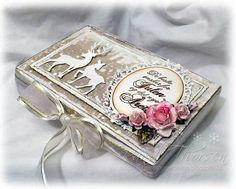 Noor! Design frame Door Randi Chocolate Card, Chocolate Gift Boxes, Handmade Crafts, Diy And Crafts, Paper Crafts, Vintage Christmas, Christmas Crafts, Christmas Decorations, Money Envelopes
