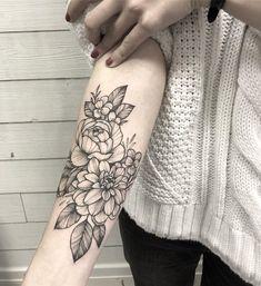 "158363ec6 Based In Paris on Instagram: ""🌺🌸🌹🌷🌼🌻 🌸#floraltattoo #floral  #blacktattooing #tattoo #tattooed #tattooartist #botanicaltattoo #blackwork  #blxckink ..."