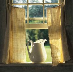 Love this white pitcher in open window with simple cafe curtains Country Farm, Country Life, Country Style, Farmhouse Style, Country Living, City Farmhouse, Vintage Farmhouse, Farmhouse Design, Window View