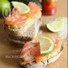 Toasts au guacamole et au saumon @ allrecipes.fr