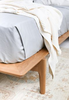 Solid Wood Platform Bed Frame - Available in other woods Solid Wood Platform Bed, Best Platform Beds, Platform Bed Frame, Sofa Furniture, Furniture Design, House Furniture, Luxury Furniture, Tatami Bed, Oak Beds