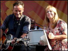 Bruce Springsteen and Ricky Lee Jones Rickie Lee Jones, My Funny Valentine, Bruce Springsteen, Classic Hollywood, Musicians, Guys, Cool Stuff, Music Artists, Boyfriends