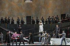 """Comme dans """"Roméo et Juliette"""" de Shakespeare les deux amants de """"Lucia di Lammermoor"""" sont issus de deux familles en guerre et n'ont pas le droit de s'aimer... Le grand mélodrame de Donizetti est en ce moment à l'Opéra de Paris : bit.ly/2dn6S6T #OperaDeParis #Lyrique #Photo #Donizetti #PrettyYendé http://ift.tt/1PIh3zY"""