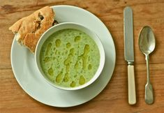 lettuce, lovage, parsley soup with 1 onion, 1 garlic clove, 1 potato, 1 head of lettuce, 50 g lovage, 50 g parsley