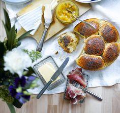Briossi on täydellinen kumppani juustoille ja marmeladille. Briossitaikinasta muokattu leipä on parhaimmillaan aamutuoreena.