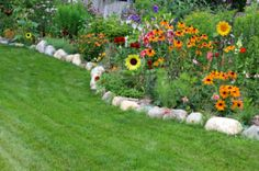 Rounded stone edging rounded bed: How to Edge Flower Beds with Landscape Rocks