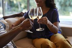 Tips For Having A Fun Evening With A Glass Of Wine Bargain Hunt, Giving Up Alcohol, Pinot Gris, Romantic Dates, Sauvignon Blanc, Best Budget, Toddler Meals, Wine Tasting, Alcoholic Drinks