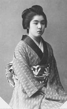 Portraits of women in kimono.  About late 19th century, Japan, by unknown photographer. Smithsonian Institution, Freer Gallery of Art and Arthur M. Sackler Gallery Archives