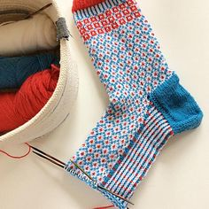 Ravelry is a community site, an organizational tool, and a yarn & pattern database for knitters and crocheters. Knitting Blogs, Knitting Socks, Hand Knitting, Knit Socks, Thick Socks, Knitting Patterns, Knitting Ideas, Colorful Socks, Ravelry