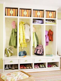 I love stand alone storage units for coats, backpacks and purses! I could use one at every door in our house.
