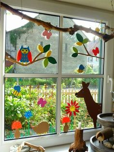 Making window pictures – 64 DIY ideas for atmospheric autumn decorations - Kleinkind Basteln Holiday Crafts For Kids, Autumn Crafts, Spring Crafts, Diy For Kids, Decoration Creche, Class Decoration, School Decorations, Home Crafts, Diy And Crafts