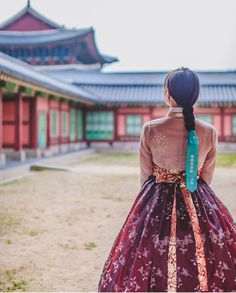 Different Cultures - WEDDINGS: Hanbok Korean traditional clothes Korean Traditional Clothes, Traditional Fashion, Traditional Dresses, Korean Dress, Korean Outfits, Korean Beauty, Asian Beauty, South Korea Photography, Seoul Photography