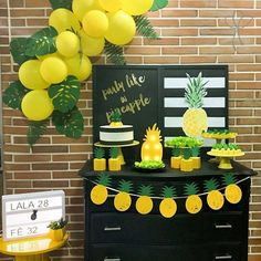 Ideas For Birthday Surprise Party Flamingo Party, Festa Party, Luau Party, 30th Party, Tropical Party, Pineapple Party Decor, Pineapple Decorations, Birthday Decorations, Decoration Party