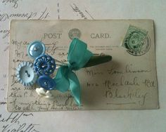 Button boutonnière - not that I need a boutonniere, but it is another way to use up buttons and it could be nice as a pin for a woman Non Flower Bouquets, Brooch Bouquets, Button Bouquet, Button Flowers, Diy Buttons, Vintage Buttons, Button Art, Button Crafts, Wedding Pins