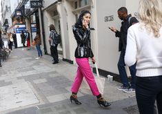 Phil Oh's Best Street Style Photos From London Fashion Week: Phil Oh is on the ground in London shooting the best looks outside Burberry, JW Anderson, and more of the top shows. Street Style Around The World, Caroline Issa, Top Show, London Fashion, Fashion Photo, Burberry, Leather Pants, Vogue, Glamour