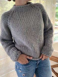 Beginner Knitting Patterns, Jumper Knitting Pattern, Jumper Patterns, Knitting For Beginners, Knit Patterns, Free Knitting, Simple Knitting Projects, Knitting Ideas, Super Chunky Yarn