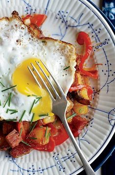 Colby Garrelts brines expensive wagyu for the homemade corned beef he uses in his tomato-rich, chunky hash.#breakfastrecipes #brunchrecipes #breakfastideas #brunchideas Best Brunch Recipes, Breakfast Recipes, Homemade Corned Beef, Corned Beef Hash, Peppers And Onions, Stuffed Sweet Peppers, Egg Recipes, Allrecipes, Crisp