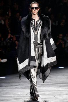 Стильное пальто-пончо Roberto Cavalli